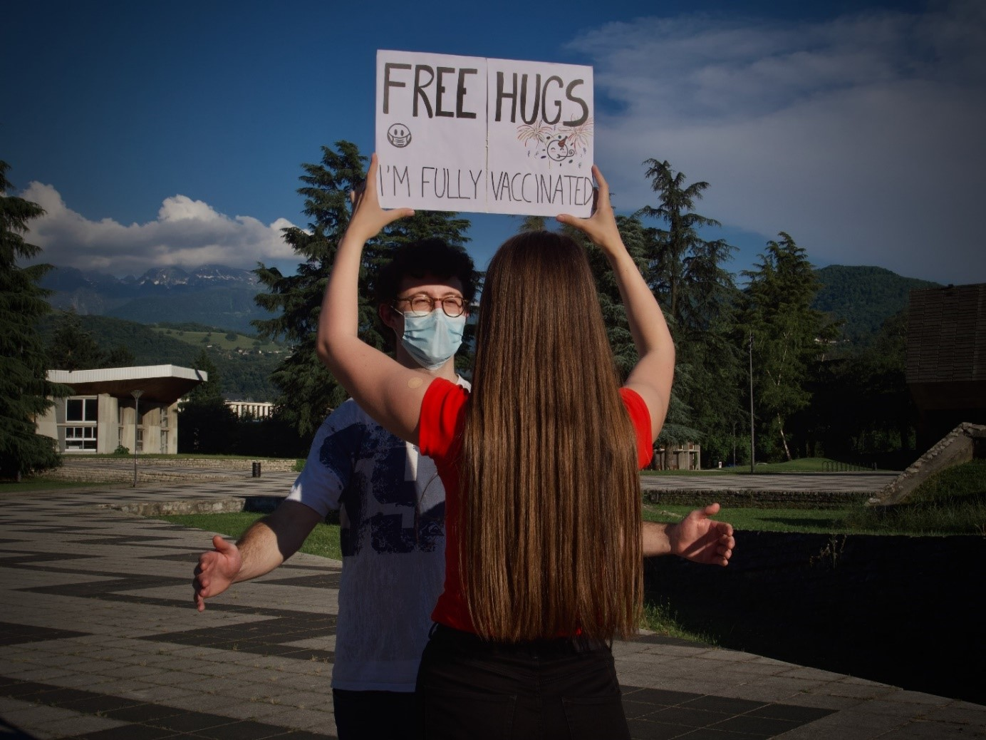 First prize – Free Hugs, I'm fully vaccinated, Silvia Diaz Martin, M1 MCB – UFR Chimie Biologie